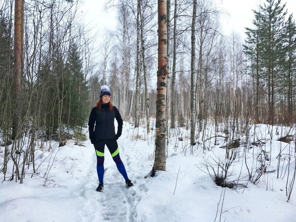 Riikka talvisessa metsässä